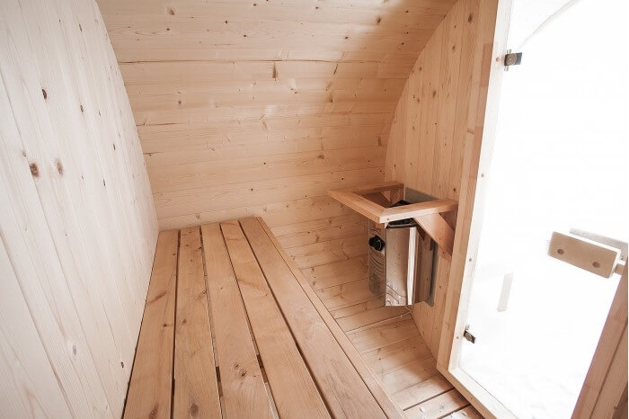 sedenie v sudovej saune