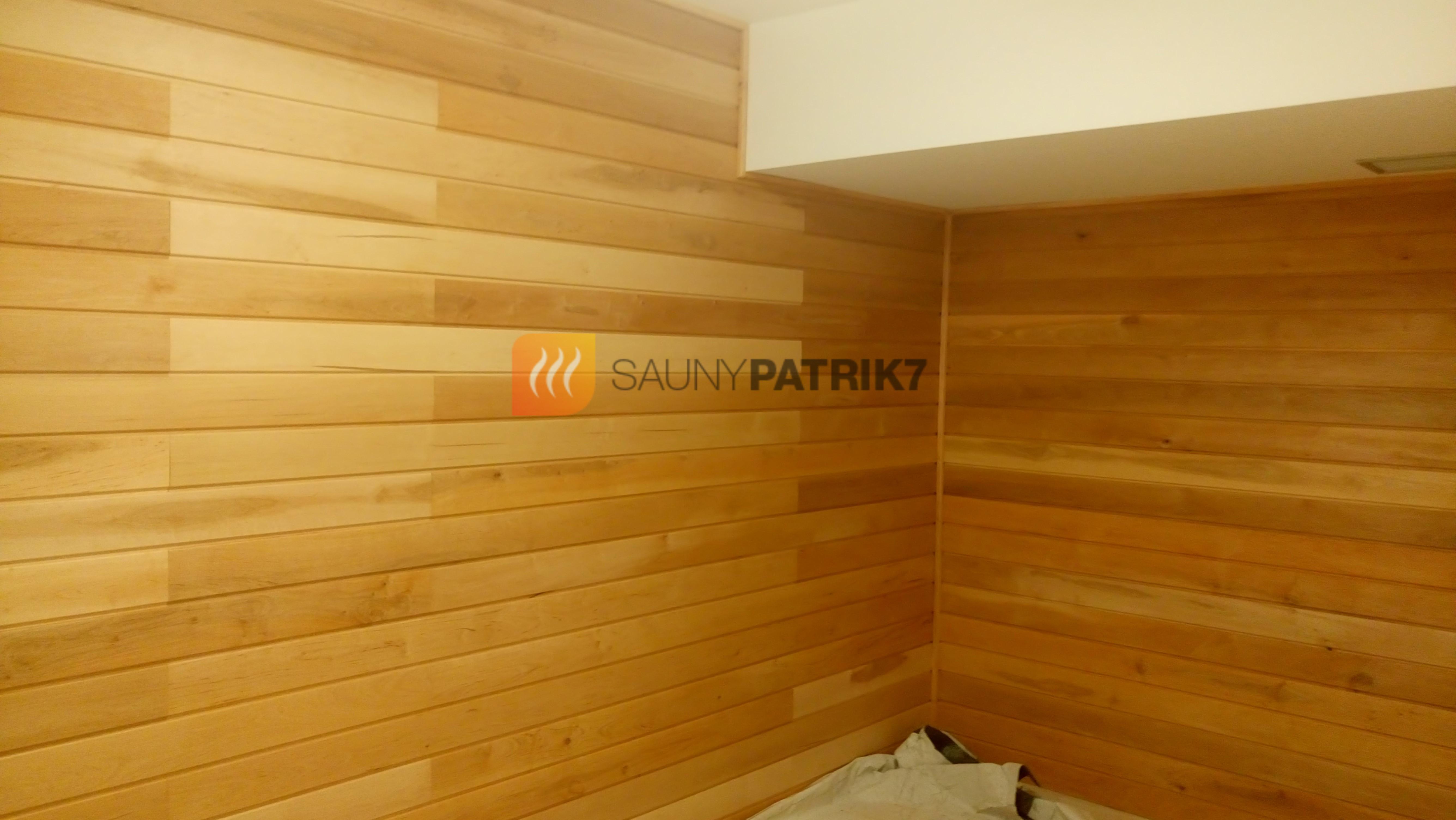 dreveny obklad mimo sauny v miestnosti